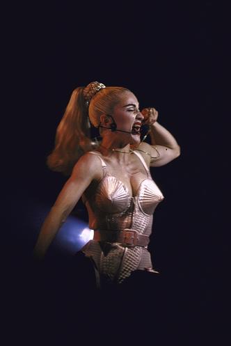 Фото №13 - Королева скандала: самые запоминающиеся образы Мадонны