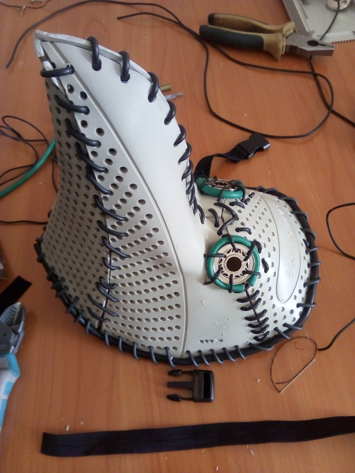 Фото №10 - Русский айтишник показал, как сделать маску чумного доктора из корпуса старого компьютера (фотоинструкция)
