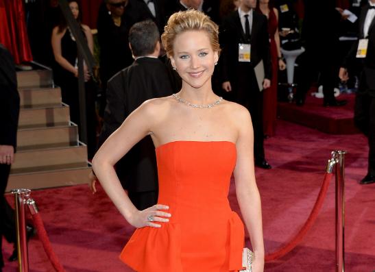 Фото №1 - Дженнифер Лоуренс снова упала на «Оскаре»