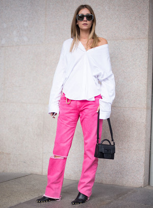 Фото №7 - С чем носить базовые прямые джинсы: модные идеи на любой случай