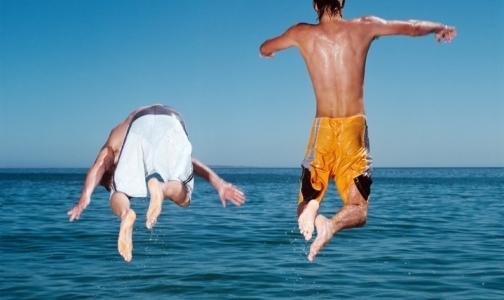 Фото №1 - Пьяных и заплывающих за буйки на пляжах Петербурга будут штрафовать