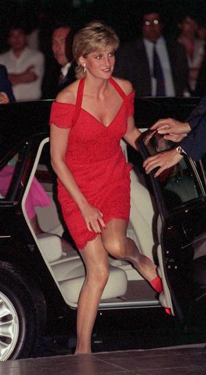 Фото №21 - Модная провокация: самые откровенные наряды принцессы Дианы