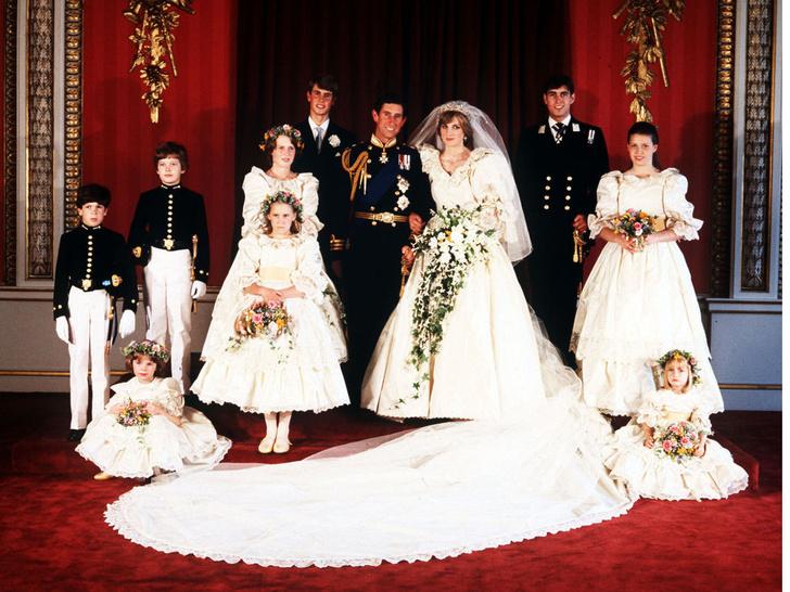 Фото №1 - 40 лет спустя: как сегодня выглядят и живут подружки невесты со свадьбы Дианы и Чарльза
