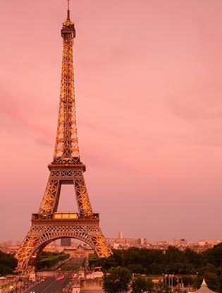 Фото №1 - Романтика в Париже: места в двух шагах от Эйфелевой башни, где нужно признаваться в любви