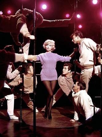 Фото №11 - 5 культовых кинонарядов Мэрилин Монро и забавные истории, связанные с ними