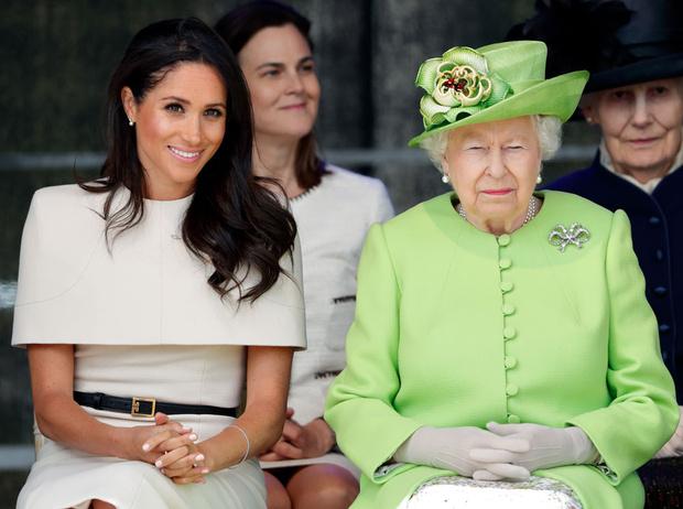 Фото №1 - Как Королева контролирует принца Гарри и герцогиню Меган