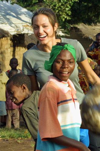 Фото №9 - Красота спасет мир: три звезды, посвятивших себя благотворительности