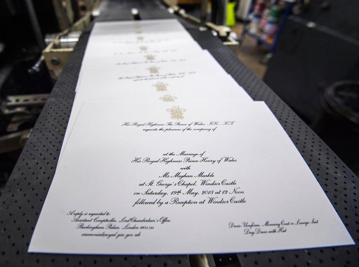 Фото №2 - Пригласительные на свадьбу Гарри и Меган: чем они отличаются от приглашений Уильяма и Кейт