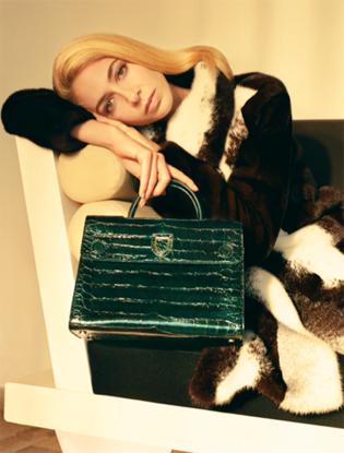 Фото №7 - Dior навсегда: звездные признания в любви легендарной сумке Diorever