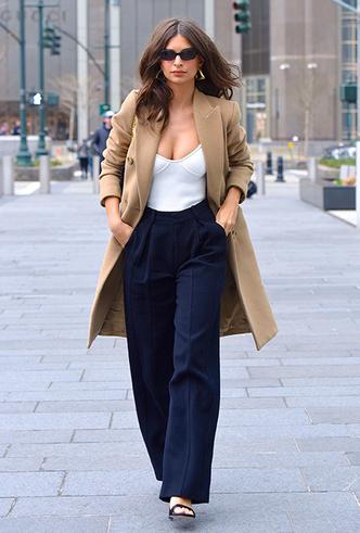 Фото №24 - Штрипки, карго и палаццо: 5 самых модных брюк сезона