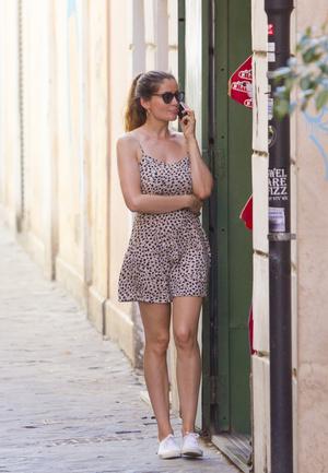 Фото №3 - Что носят француженки в отпуске? Показывают Летиция Каста и ее дочь Сатин