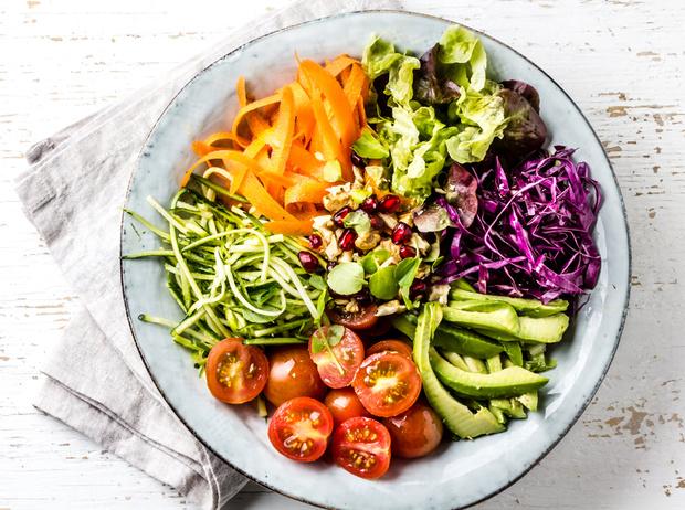 Фото №2 - Салаты для похудения: 6 идеальных летних рецептов