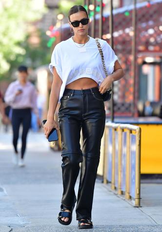 Фото №4 - Как одевается самая модная российская топ-модель: 6 правил стиля Ирины Шейк