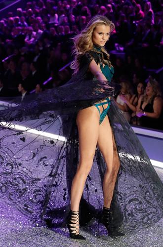 Фото №15 - 10 фактов, которые следует знать об ангелах и Victoria's Secret Show 2016