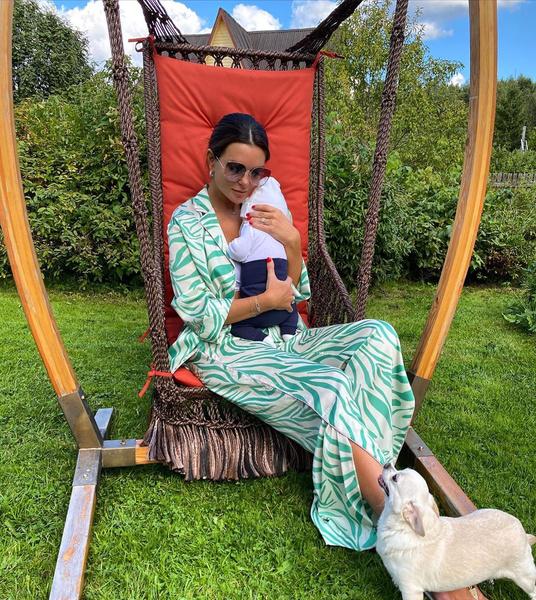Фото №1 - За месяц после родов Катя Жужа сбросила 20 кг на воде