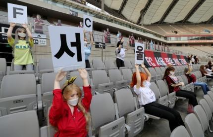 Фото №3 - Футбольный клуб из Южной Кореи рассадил на трибунах секс-кукол, чтобы создать эффект зрителей (фото)
