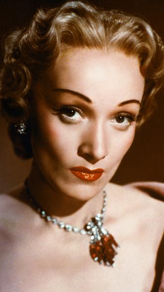 Фото №3 - От Марлен Дитрих до Кары Делевинь: как менялась мода на брови за последние 100 лет