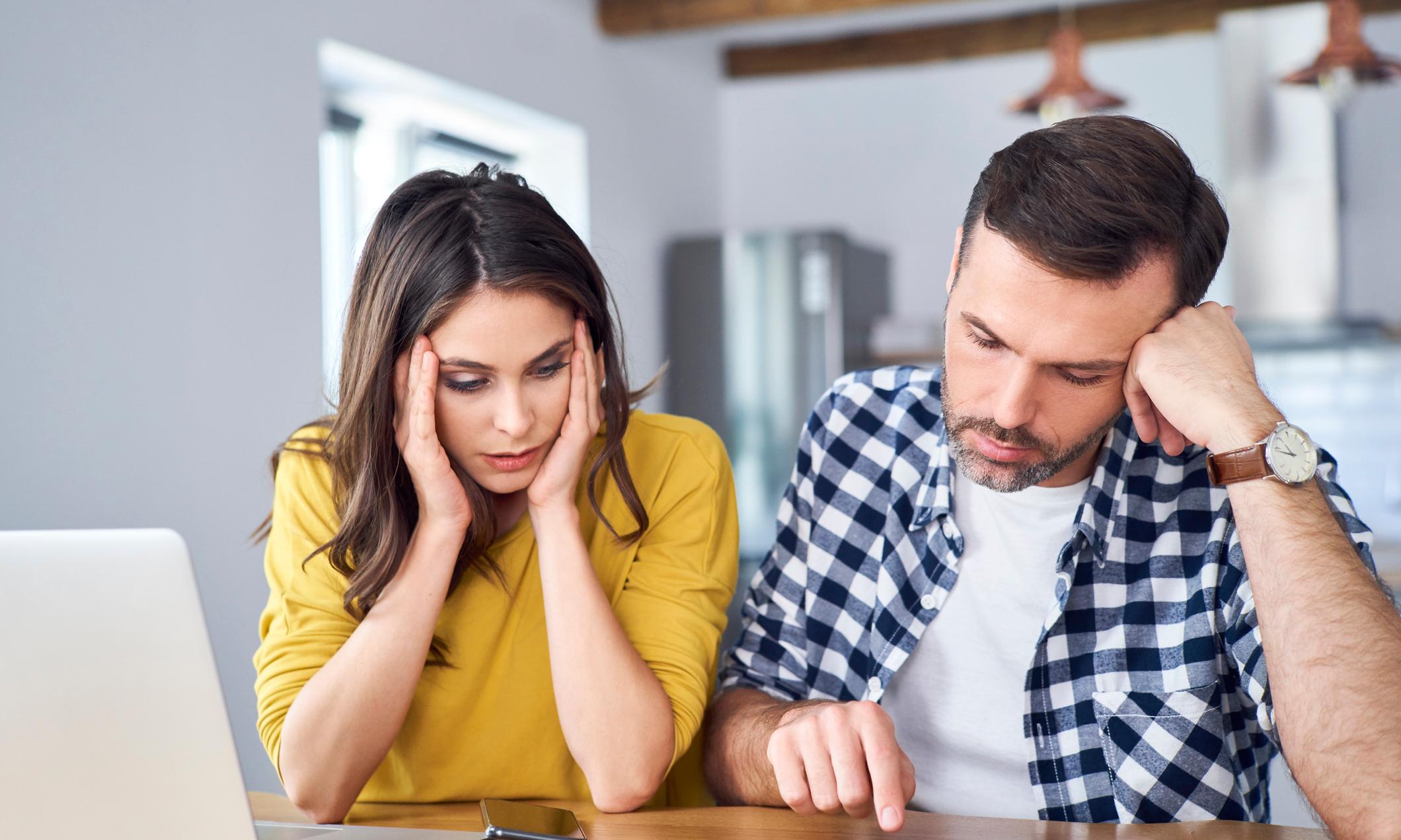 Молодая жена так любит меня - согласилась на секс за мои долги