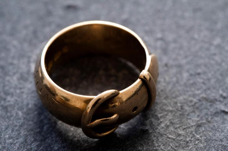 Фото №1 - Кольцо Оскара Уайльда нашли после кражи
