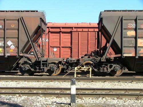 Фото №1 - Зачем перед началом движения поезд сдает назад?
