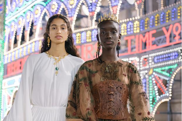 Фото №2 - Барышни-крестьянки: самые яркие бьюти-образы на показе Dior Cruise 2021