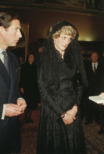 Фото №22 - Никто не идеален: самые неудачные наряды принцессы Дианы
