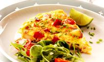 Простой рецепт приготовления салата с омлетом на каждый день.