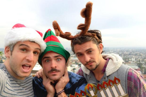 Фото №1 - Зак Эфрон поздравил фанатов с Рождеством