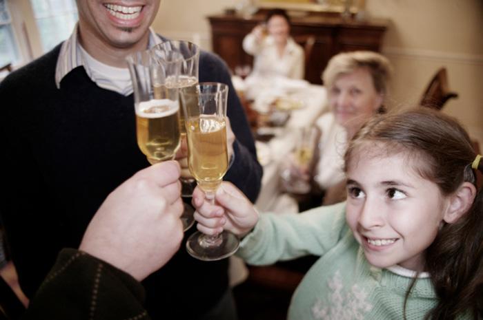 Фото №1 - Дети и алкоголь