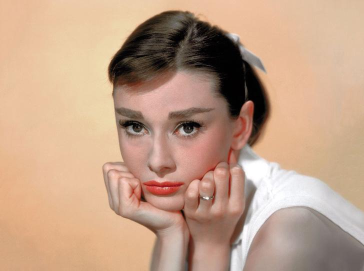 Фото №1 - «Ангел с печальными глазами»: как Одри Хепберн меняла мир к лучшему