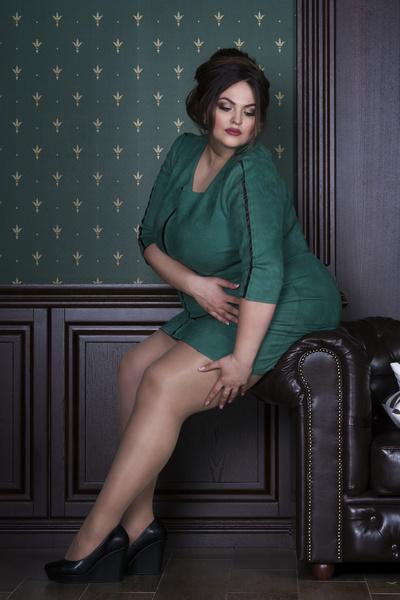Фото №2 - «Вешу больше сотни, но люблю секси-одежду. А кто запретит?»