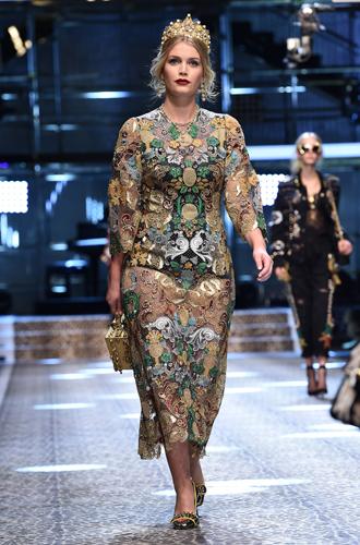 Фото №9 - Голубая кровь на подиуме: наследницы британской короны в показе Dolce & Gabbana