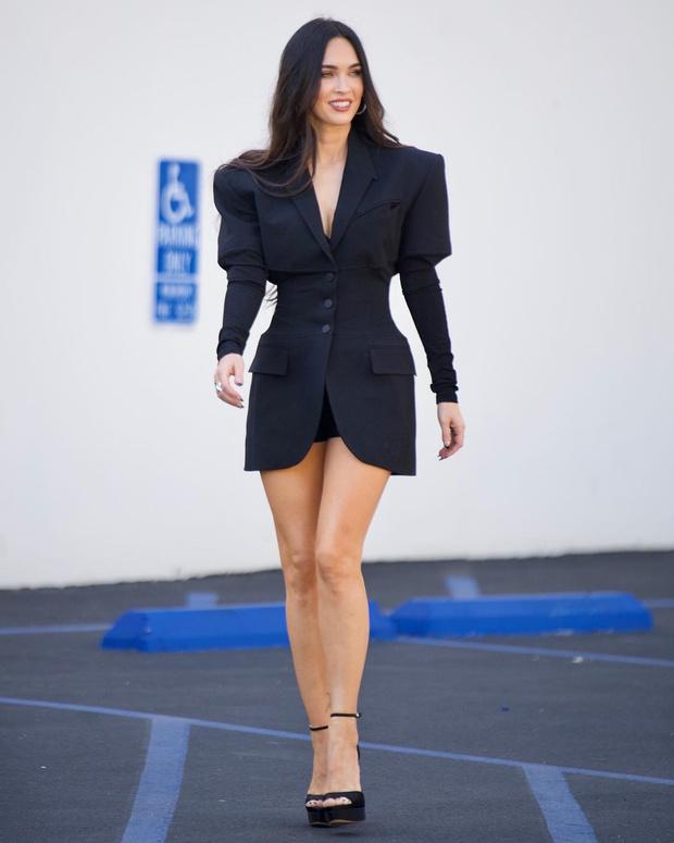 Фото №3 - Девушка Бонда: Меган Фокс в очень коротком и очень красивом платье Mugler
