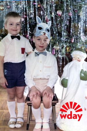 Фото №1 - Кем были звезды на новогодних утренниках: 20 милых фото