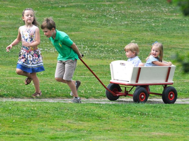 Фото №34 - «Деревянные игрушки»: во что играют дети королей