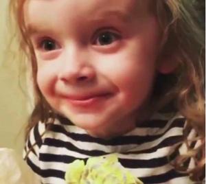 Фото №2 - Видео: ради мамы девочка притворяется, что любит ее стряпню