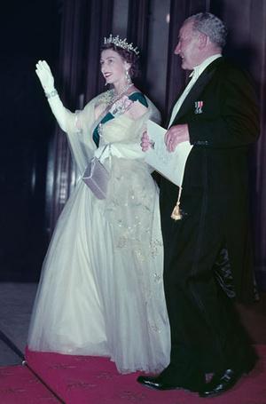Фото №7 - Дизайнер Елизаветы II: как Норман Хартнелл установил правила королевского стиля