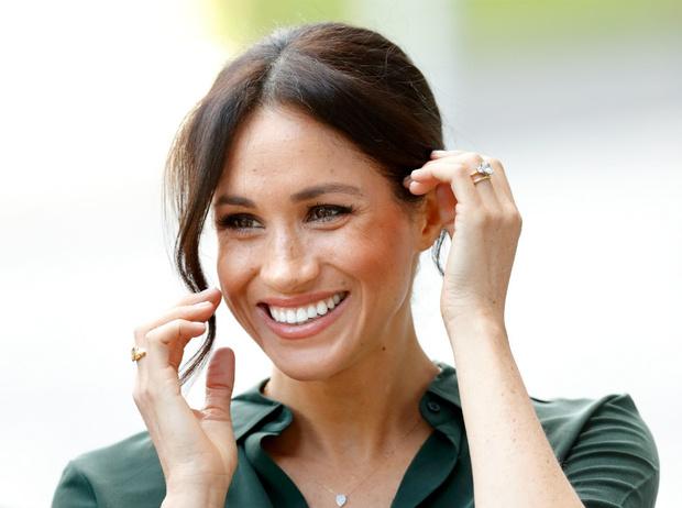 Фото №1 - Язык тела: о чем говорит привычка Меган постоянно касаться своих волос