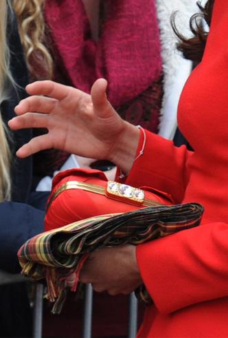 Фото №12 - Было/стало: как дизайнеры перешивают свои наряды ради Кейт Миддлтон