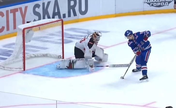 Фото №1 - Буллит 80-го уровня: российский форвард забил без броска (видео)