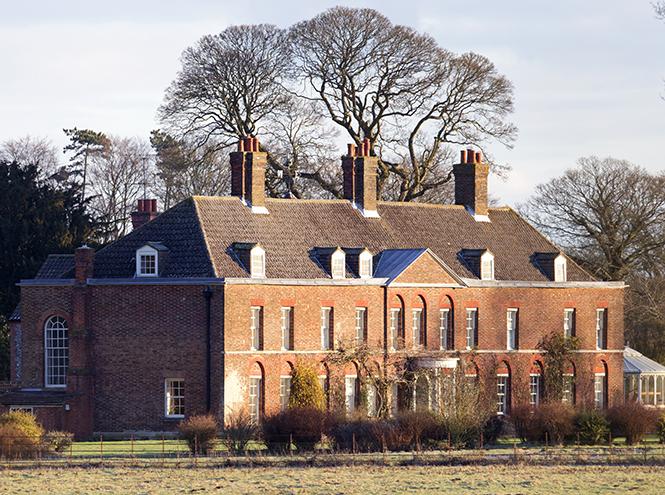 Фото №3 - Принц Уильям и герцогиня Кэтрин запретили полеты над своим домом