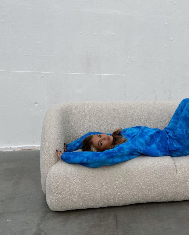 Фото №3 - Уютный спортивный костюм сложного цвета— лучшая покупка на осень: образ инфлюенсера Ханны Шонберг