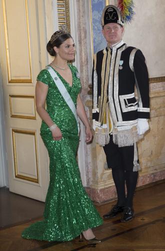 Фото №14 - 15 примеров, когда королевские особы надевали одно и то же вечернее платье несколько раз