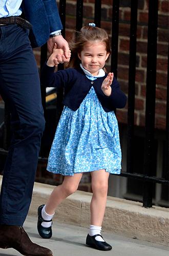 Фото №3 - Почему принцесса Шарлотта всегда в платьях