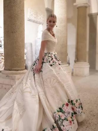 Фото №11 - Королевский размах: шесть свадебных платьев леди Китти Спенсер