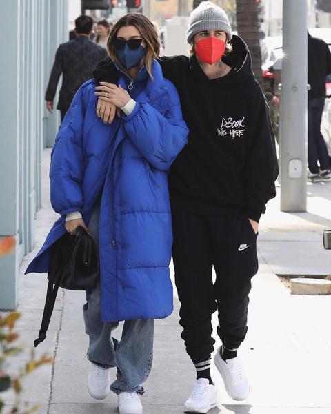 Фото №2 - Необычное признание: Хейли Бибер нравится носить защитную маску