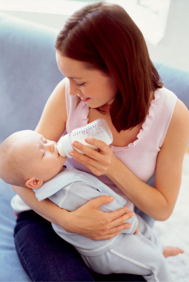 Фото №1 - Чем докармливать новорожденного: как правильно выбрать смесь