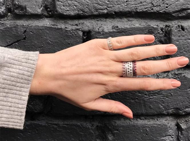 Фото №4 - К свадьбе Меган Маркл: британский ювелирный дизайнер выпустила коллекцию корон