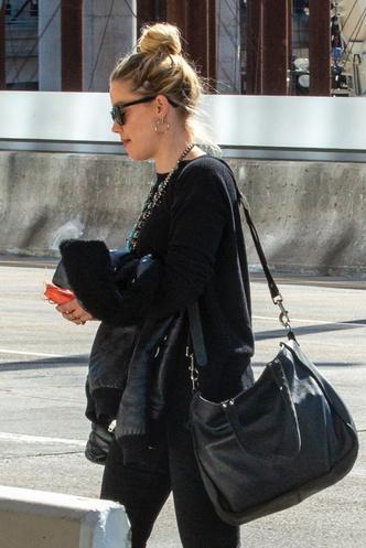 Фото №2 - Черный тотал-лук + массивное ожерелье: стильный образ Эмбер Херд для перелета