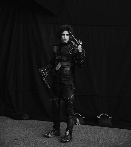 Фото №2 - Эдвард руки-ножницы II: Тимоти Шаламе выступил в неожиданной роли